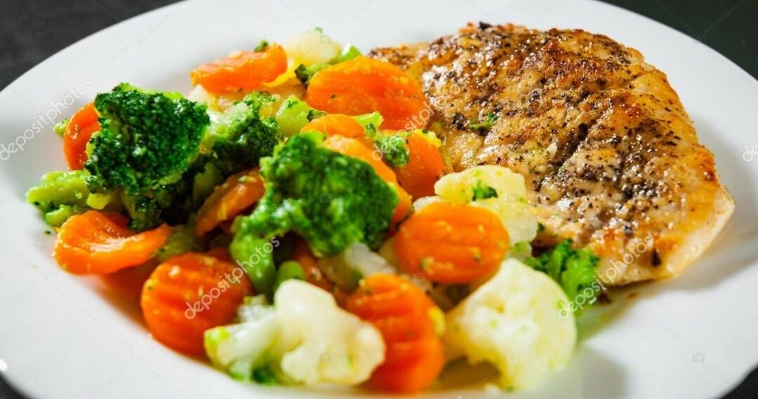 Proteína com Brócolis e Couve Flor - Restaurante Central Frutas