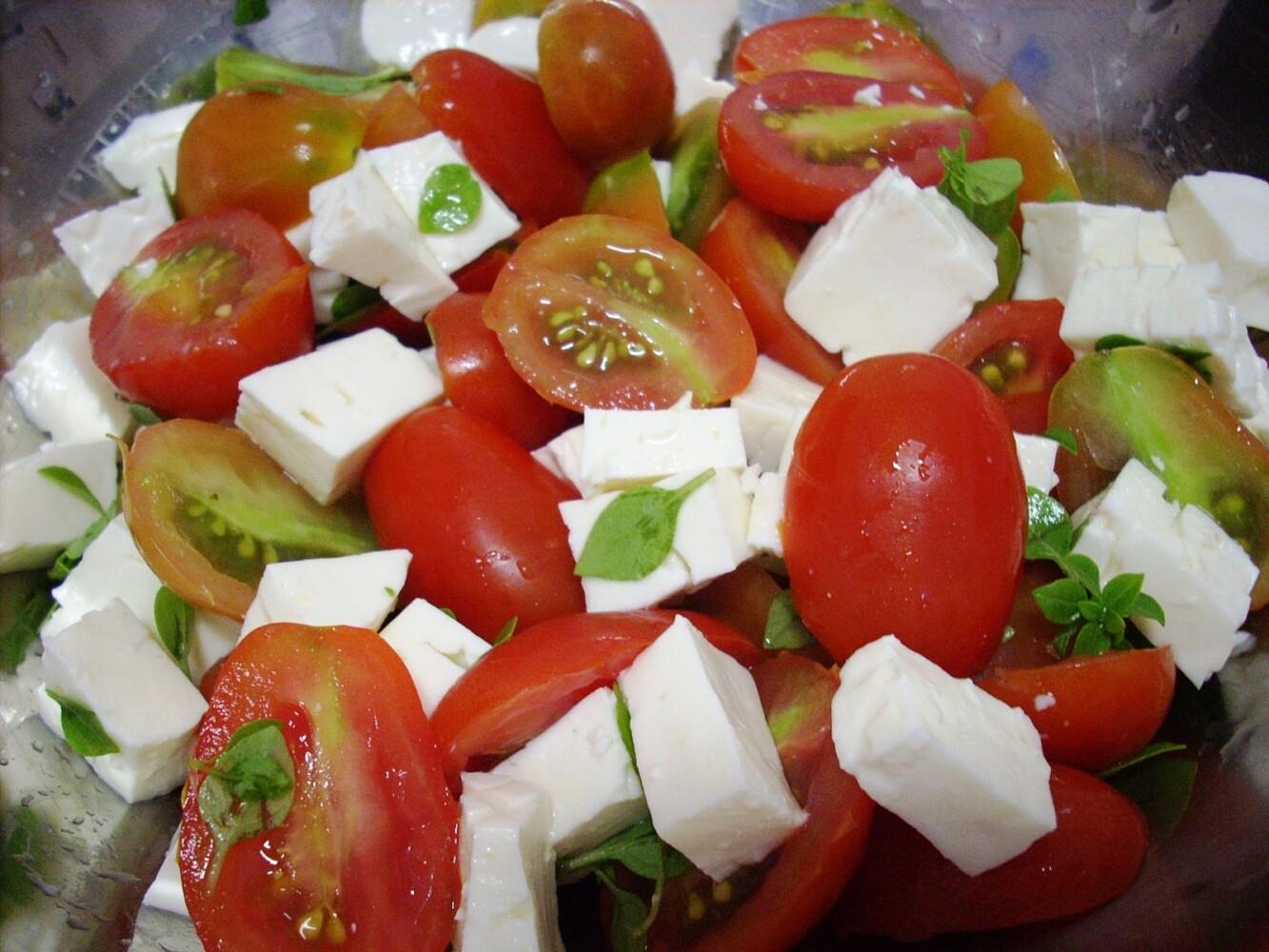 Salada de Tomate e Queijo Branco - Restaurante Central Frutas